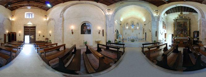 Si possono notare gli affreschi, la navata e l'abside a volta ogivale.