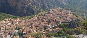 Il bellissimo borgo di Civita visto dall'alto.