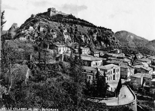 Una foto d'epoca dello splendido borgo di Aiello Calabro.