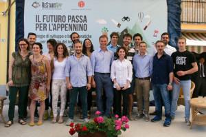 Presidente Alessandro Garrone con i quindici ragazzi selezionati