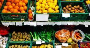 Calano i consumi di frutta e verdura:  è allarme per la salute e l'economia