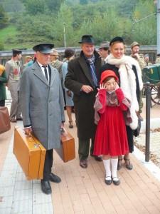 Una famiglia di Sciuri ad Acquasanta con il loro Maggiordomo, Alfred.