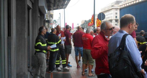 I Vigili del Fuoco in presidio oggi a Genova