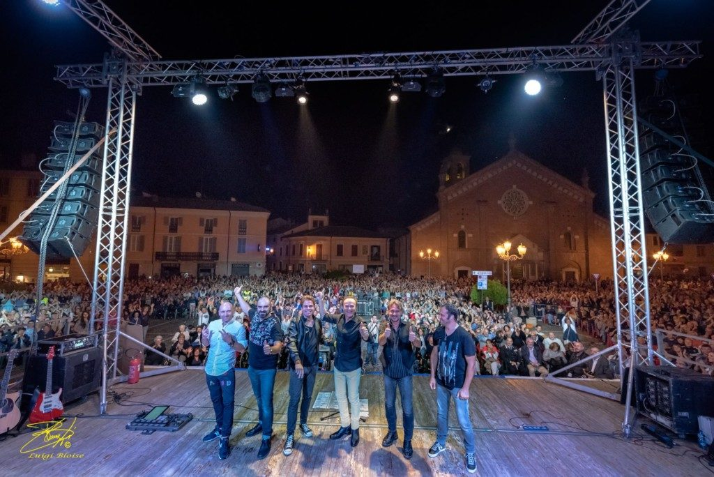La Foto di Luigi Bloise alla Band di Dodi Battaglia durante il concerto a Castelnuovo Scrivia