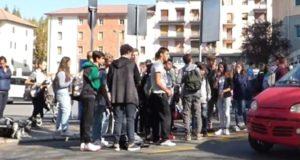 Novi Ligure, fermate pericolose per gli studenti