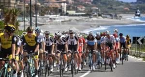 Giro d'Italia, l'irlandese Bennet vince la volata di Praia a Mare