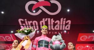 Giro d'Italia, la vittoria di Carapaz a Mercogliano