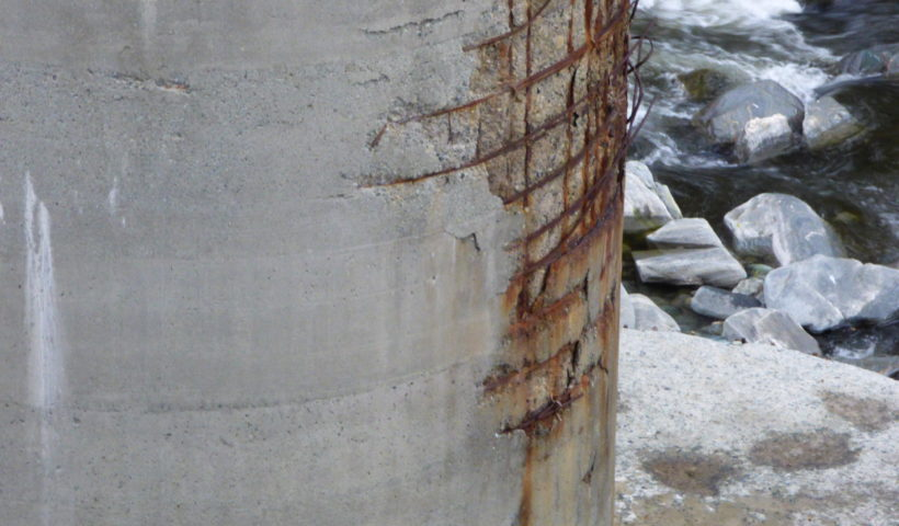 Pilone della A/26 in località Ciutti nello Stura